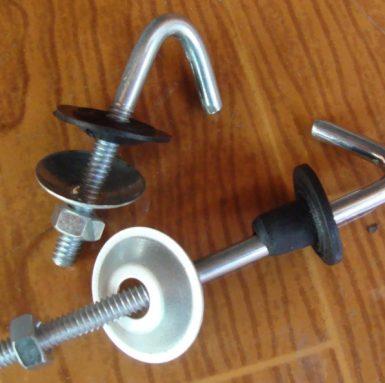 J-bouthaak met ring en moer en rubberen set gemonteerd